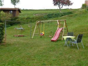 Ein Kinderspielbereich in der Unterkunft Ferienwohnung Dietsche