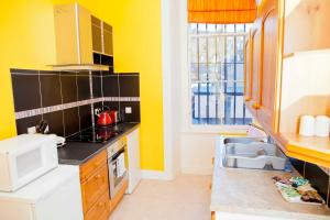 A kitchen or kitchenette at Palace Residential Lets