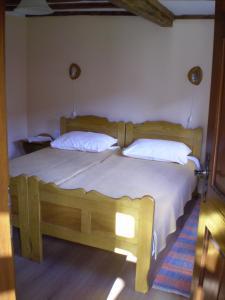 Postel nebo postele na pokoji v ubytování Apartments Iža Na Trem