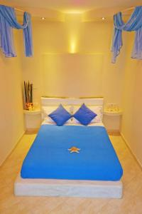 A bed or beds in a room at Aggeliki's Diamond