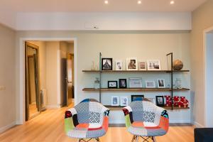 O zonă de relaxare la Four Petals Barcelona Boutique Apartments