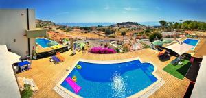 נוף של הבריכה ב-Spilia Bay Villas או בסביבה