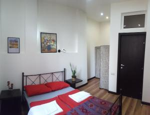 A bed or beds in a room at Republic Square Metro Apartment