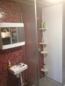 Kylpyhuone majoituspaikassa Ranta Äärelä
