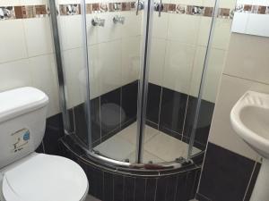 A bathroom at Mirador Apart Hotel Cusco