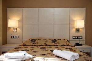 Ένα ή περισσότερα κρεβάτια σε δωμάτιο στο Theros Hotel