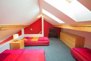 Palanda nebo palandy na pokoji v ubytování Apartma Panorama Jeseník