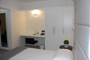 A bed or beds in a room at LHP Suite Rapallo
