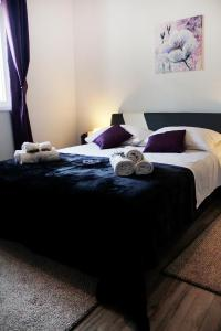 A bed or beds in a room at Apartments Lavel