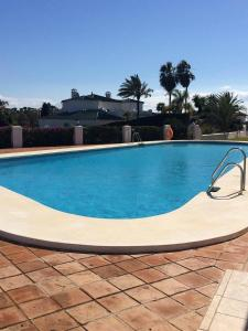 The swimming pool at or near Appartement Pueblo Cortes del Golf