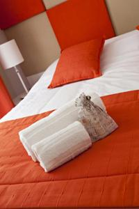 A bed or beds in a room at Arthur Properties - Montfleury