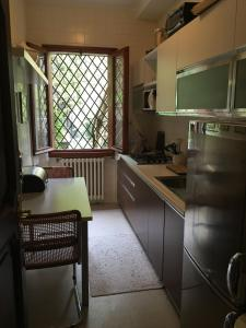 A kitchen or kitchenette at Swan Nest Lake Como