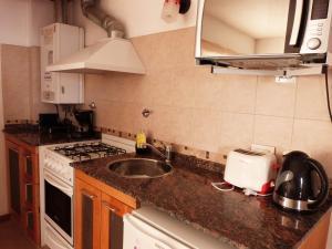 Una cocina o kitchenette en Departamento Ramayon