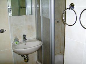 A bathroom at Nikol Apartments