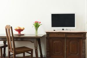 A television and/or entertainment centre at Old Vienna Apartments