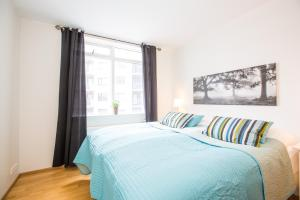 A bed or beds in a room at B2 Apartments by ylma