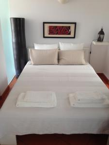 A bed or beds in a room at Morada Do Sol
