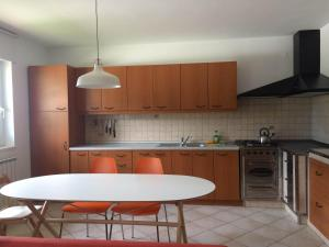 Kuchyň nebo kuchyňský kout v ubytování Apartments Alpha Center