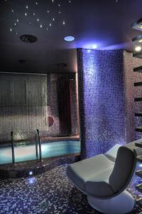 The swimming pool at or close to Diamond Apartment prywatny basen jacuzzi spa