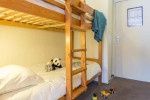 A bunk bed or bunk beds in a room at Résidence Pierre & Vacances Les Horizons d'Huez