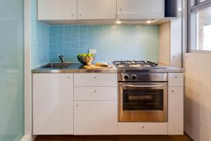 A kitchen or kitchenette at Cottesloe Tree Top Studio