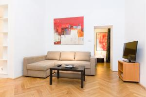 A seating area at Vienna Prestige Luxury Boutique Apartments Graben by welcome2vienna