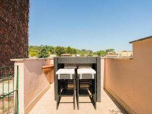A balcony or terrace at Garibaldi Roof Garden