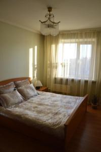Кровать или кровати в номере Apartment NG Na Chertygasheva