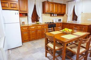 Küche/Küchenzeile in der Unterkunft Omodos Village Houses