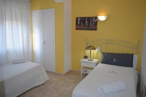 A bed or beds in a room at Apartamentos de las Heras