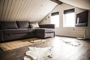 A seating area at Gullfoss & Geysir Luxury Cabin