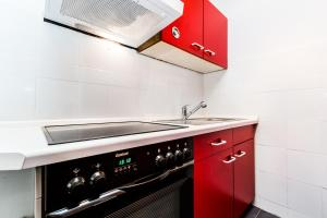 A kitchen or kitchenette at Fair Apartments Cologne