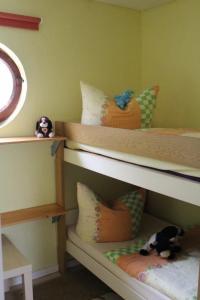 Ein Etagenbett oder Etagenbetten in einem Zimmer der Unterkunft Ferienhaus in Neubukow