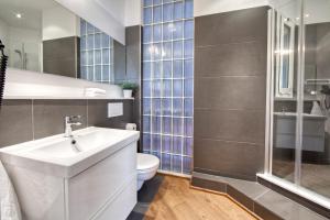 A bathroom at Habitat Apartments Rambla Deluxe