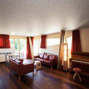 De lounge of bar bij Quatre Mains Serviced Apartments