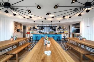 A restaurant or other place to eat at Zoku Amsterdam