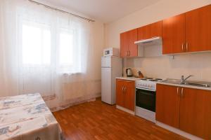A kitchen or kitchenette at DearHome Avtozavodskaya