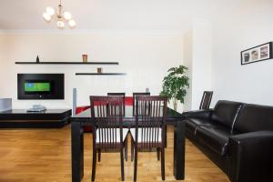 A seating area at Apartlux on Ploshchad Pobedy