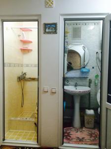 A bathroom at Guesthouse Kunduz