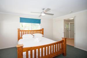 A room at City Beach Holiday House