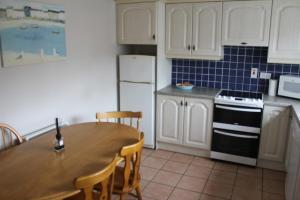A kitchen or kitchenette at Lios NaMara