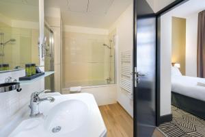 A bathroom at Appart'City Confort Nimes Arenes