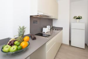 A kitchen or kitchenette at Apartamentos Art