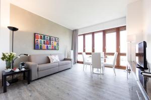 The lounge or bar area at Milan Retreats