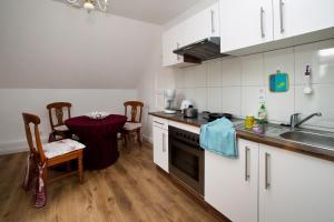 Küche/Küchenzeile in der Unterkunft Ferienwohnung am Horstsee