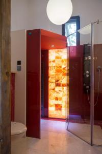 A bathroom at Arina Apartments 2