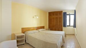 A bed or beds in a room at Apartamentos San Francisco