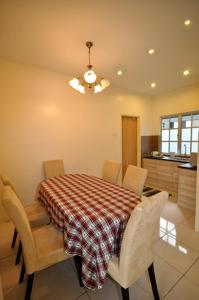 A restaurant or other place to eat at Silverstar Apartments @ Greenhill Resort