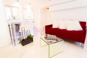 The lobby or reception area at Stylish,luxury duplex Paris city center