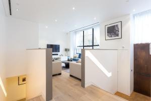A kitchen or kitchenette at Urban Chic - Chiltern & Baker